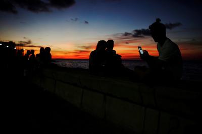 古巴首開手機行動上網8小時免費
