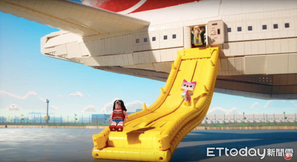▲土耳其航空樂高機上安全影片。(圖/擷取自Turkish Airlines: Safety Video with The LEGO Movie Characters)