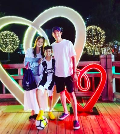 ▲姜景晙一家3口現在很幸福。(圖/翻攝自SBS)