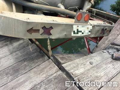 水車壓塌木棧橋 無辜釣客慘命中