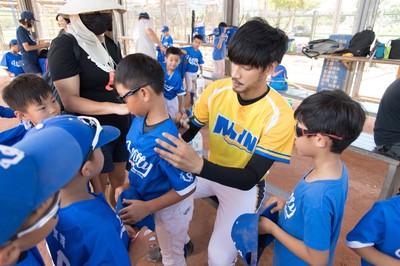 小球員不認識宏正「以為是棒球明星」