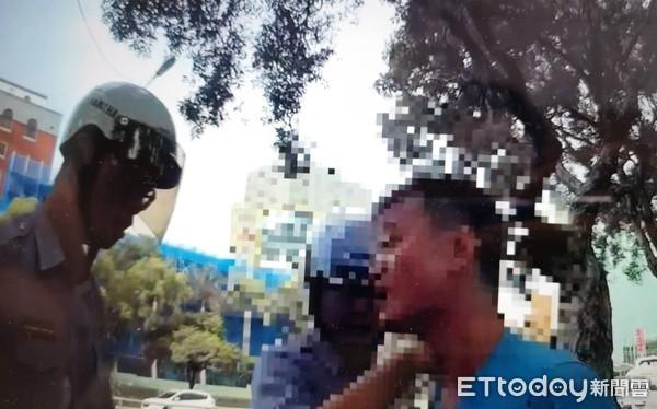男子持開山柴刀逛忠孝東路 從喜來登晃到行政院遭壓制