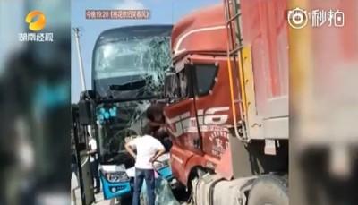 貨車逆向撞 司機捨身救38命