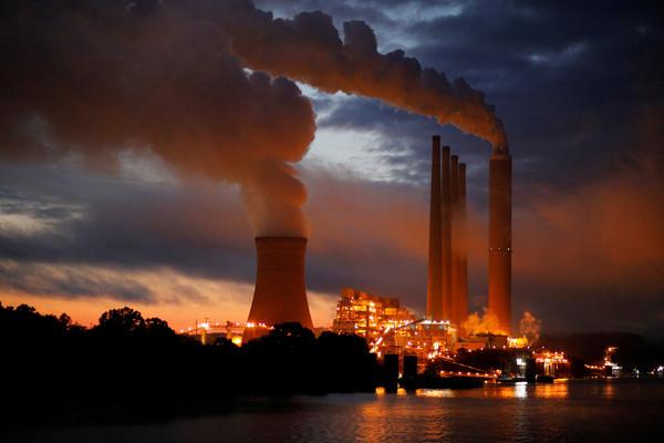 ▲▼燃煤發電廠(圖/路透)