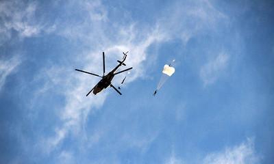 「缺氧式跳傘」降落3600米高原