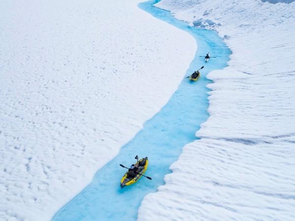 ▲加拿大划冰川(圖/翻攝自Compass Heli Tours FB)