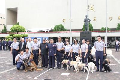徐國勇下令:掌握國際最新訓犬技術