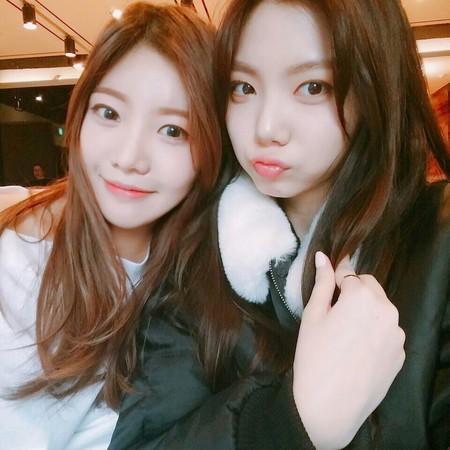 ▲韓女歌手秋和政和After School佳恩是閨蜜。(圖/翻攝自秋和政IG)