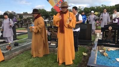 海濤法師赴英墓園燒香 網:不尊重