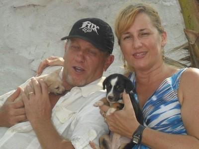 花光10年存款「救98條流浪狗」! 富豪夫妻放棄環遊世界變窮人