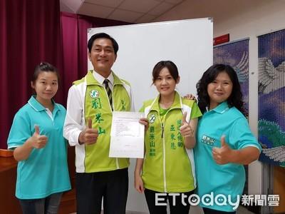 劉米山參選登記 頒助學金給貧童