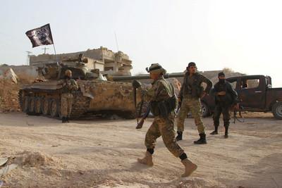 法軍留敘國打擊IS!防長:恐怖主義的根還在