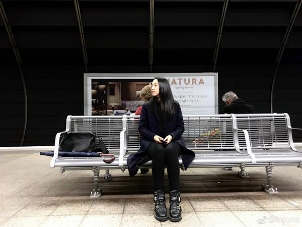 ▲▼高雲翔老婆澳洲近照曝光! 董璇「一身黑」獨現雪梨車站。(圖/翻攝自微博/injune)