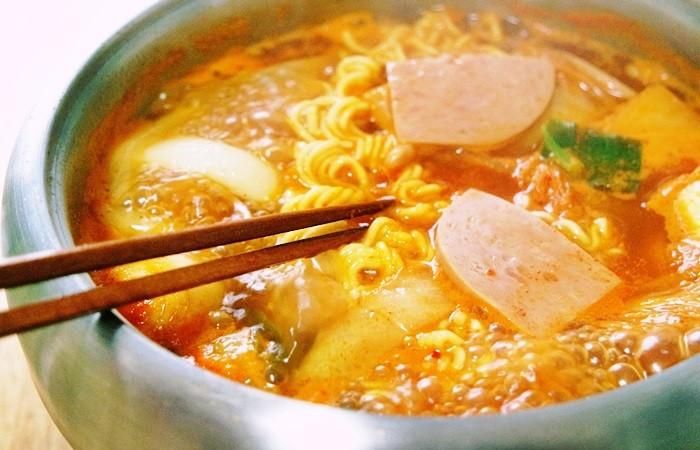 ▲▼午餐肉,火腿,罐頭,部隊鍋(圖/翻攝自Naver Blog)