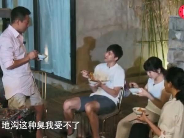 ▲▼汪小菲認為,台灣臭豆腐有陰著臭的地溝味。(圖/翻攝自《秒拍》)