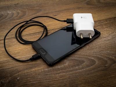 北海道震到醫院都停電!遇災害這3招「緊急省下手機電」保命