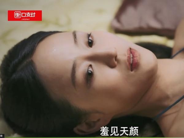 ▲張鈞甯在劇中的妊娠紋肚子,另網友印象深刻。(圖/《愛奇藝》)