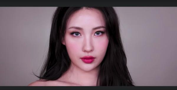 ▲▼她轉行當美妝Youtuber「月薪是別人的年薪」 素顏撞臉善美!。(圖/翻攝自MBC、RISABAE Youtube)