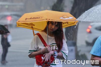 大雷雨襲擊!文大、輔大:學生因雨缺課不記