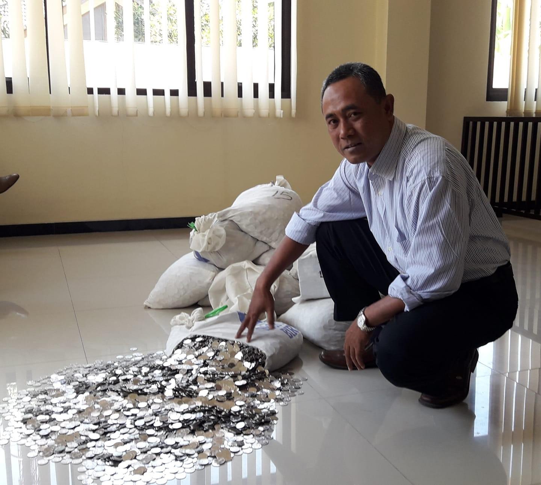 ▲▼贍養費,硬幣,印尼(圖/翻攝自Facebook@dhe.sutarto)
