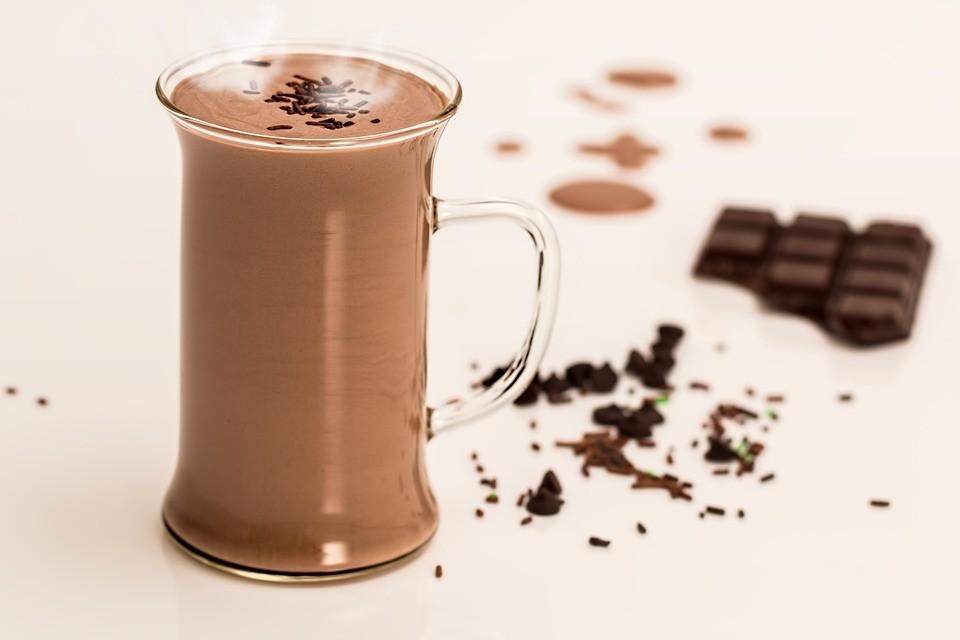 ▲巧克力牛奶,甜點,點心,宵夜。(圖/取自免費圖庫Pixabay)