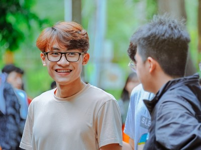 香港十大怪校規!眼鏡框不能「比一公分粗」..訓導主任直接掏尺量
