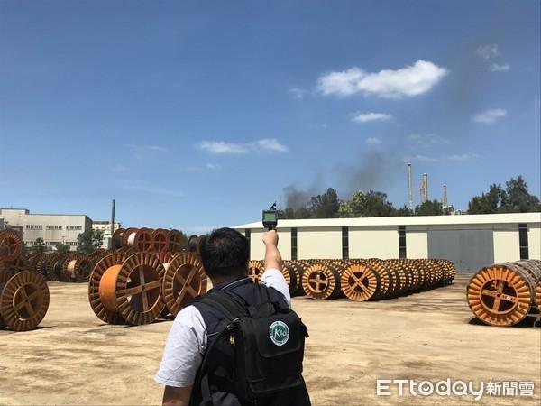 ▲佳龙科技观音厂大火,桃园市环保局严密监控空气及水质。(图/环保局提供)