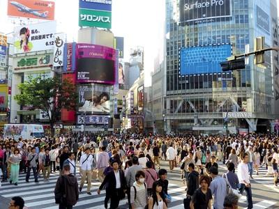 日本殘酷真實!租屋先被搶半年租金,月薪50萬堅住網咖:比通勤自由