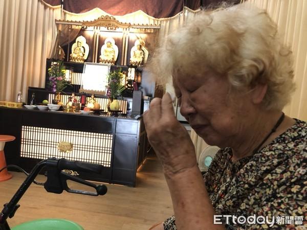 ▲▼高雄老婦人因找不到合適的墓地,把丈夫遺體暫厝在自宅8個多月。(圖/記者宋德威攝)