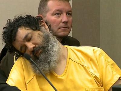 殺人犯太冷血 連殺四人被判死 宣判時家屬面前歪頭狂睡