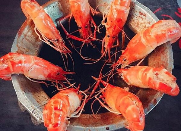 ▲蝦子,蝦料理,剝蝦。(圖/記者黃稜涵攝)