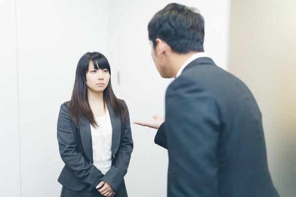 日企禁止女員工戴眼鏡!雇主辯「不禮貌」 OL狂罵:過時又歧視