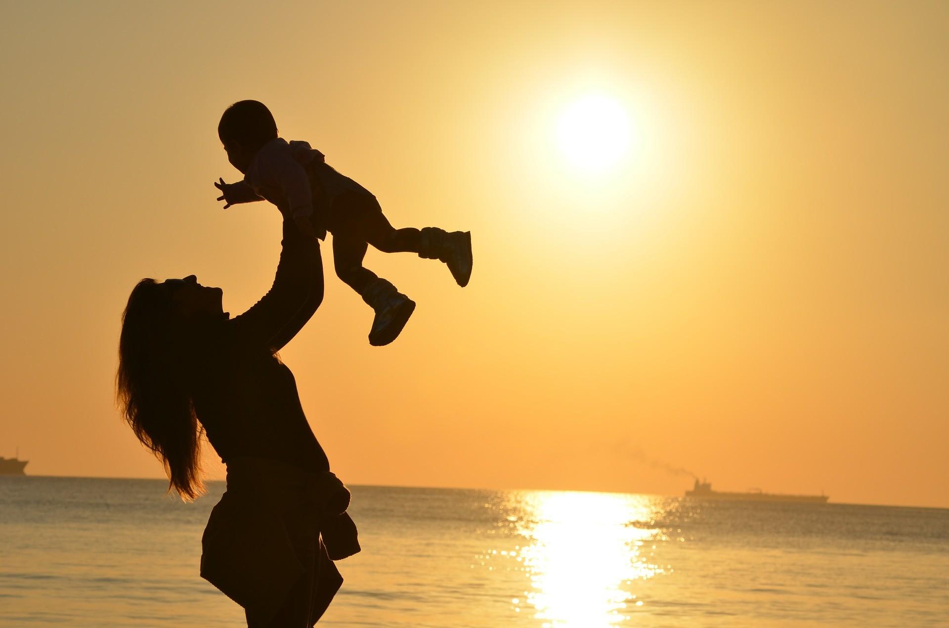 ▲▼ 父母,小孩,親子。(圖/免費圖庫pixabay)