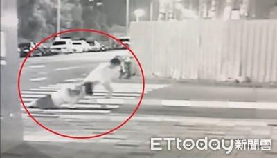 悍匪持刀劫財 低頭婦遭拖行嚇到軟腳