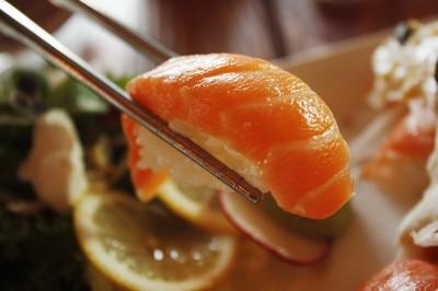 90分鐘吞100盤壽司! 健身男「太會吃有罪」被小氣餐廳拒再來