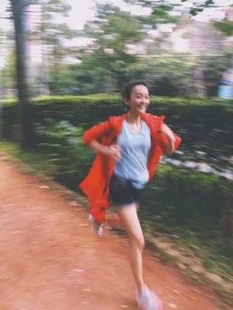 ▲陳意涵懷孕5個多月照樣跑步。(圖/翻攝自臉書/陳意涵 YiHan Chen)