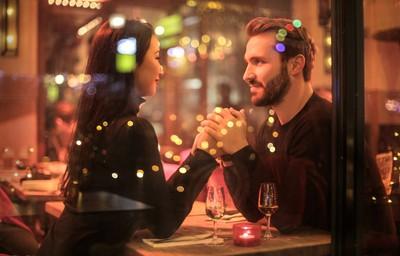 一見鍾情只需「小於1/3秒」 人們分辨性別→眨眼後墜入廉價的愛