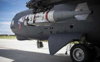 美B-52南海飛 實彈演習發射新水雷