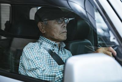 日100歲人瑞開車暴衝人行道釀1傷