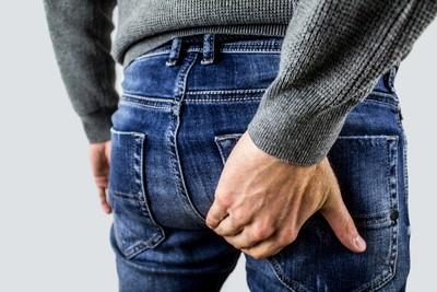 「你的屁股很漂亮」 受刑人一把摸住臀