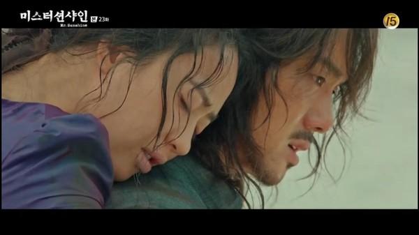 ▲▼在具東魅肩上死去。(圖/翻攝自tvN)
