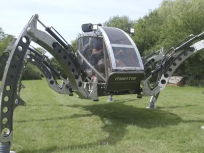 自製「六足機器人」可以搭乘!兩噸巨物超靈巧,還能WiFi遠端操作