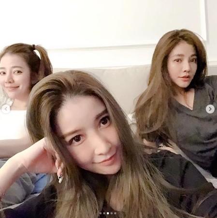 ▲▼許維恩3姊妹同框顏值爆表。(圖/翻攝自許維恩Instagram)