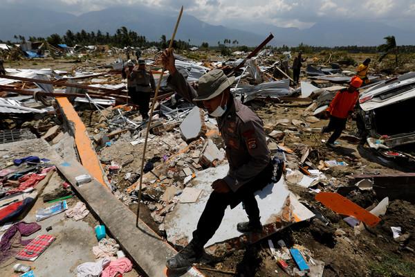 ▲▼印尼蘇拉威西島強震,罹難人數增至1407人。(圖/路透)