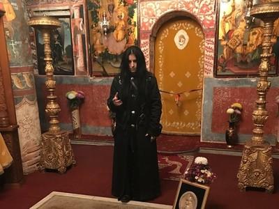 獻血給他要排隊!「現代吸血鬼」睡棺材與靈界溝通:德古拉親訪過我