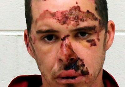 拒捕男亂開槍 警車直接撞他再逮人