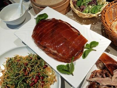 北京必吃烤鴨店!肉沾蒜泥、皮沾糖
