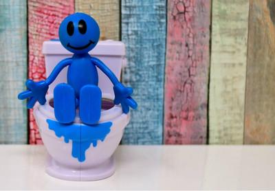 你的「便便是活的」!微生物量超過地球人口 塑膠微粒也下肚