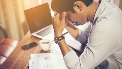 加班腦溢血倒在辦公桌!他被降職看透公司 辭職創業:寧死在喜歡的事業