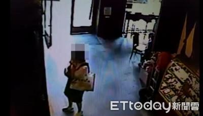 太扯! 老闆娘去咖啡店偷竊補貨
